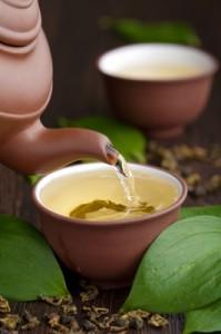 boire du thé vert pour lutter contre la rétention d'eau