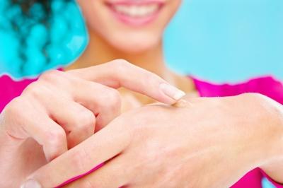 huile essentielle de tea tree pour soigner plaie et problèmes de peau