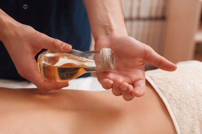 Huiles essentielles massages thérapeutiques
